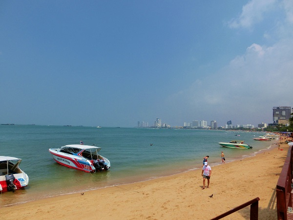 pattaya beach blue sky