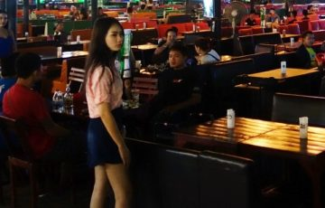 udon-thani-barbeer-nightlife-ud-beer-park-girl